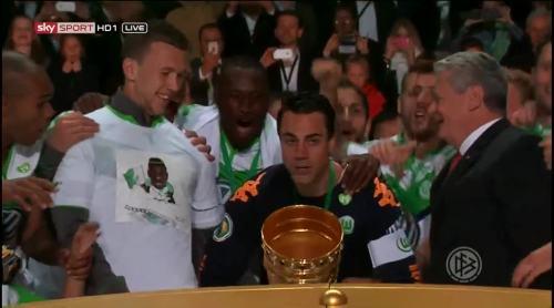 Wolfsburg celebrate 5
