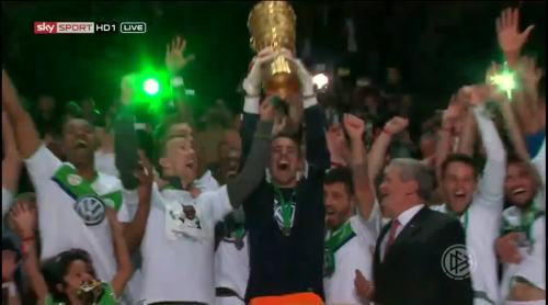 Wolfsburg celebrate 6