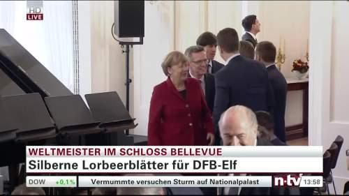 Silbernes Lorbeerblatt Präsentation – Joachim Löw 4