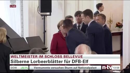 Silbernes Lorbeerblatt Präsentation – Joachim Löw 5