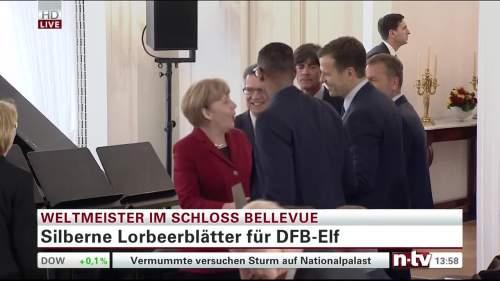 Silbernes Lorbeerblatt Präsentation – Joachim Löw 6