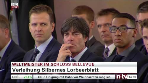 Silbernes Lorbeerblatt Präsentation – Joachim Löw 7