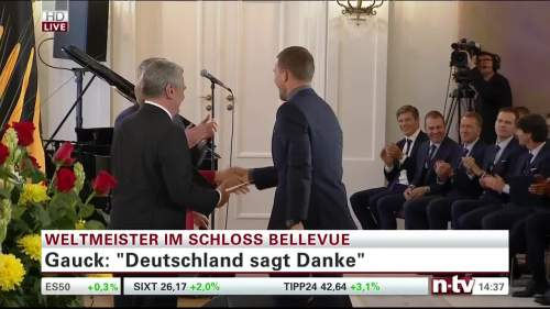 Silbernes Lorbeerblatt Präsentation – Lukas Podolski 2