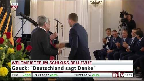 Silbernes Lorbeerblatt Präsentation – Lukas Podolski 3