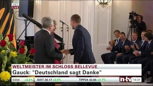 Silbernes Lorbeerblatt Präsentation – Lukas Podolski 4