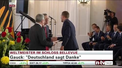 Silbernes Lorbeerblatt Präsentation – Lukas Podolski 5