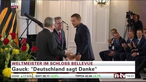 Silbernes Lorbeerblatt Präsentation – Lukas Podolski 6
