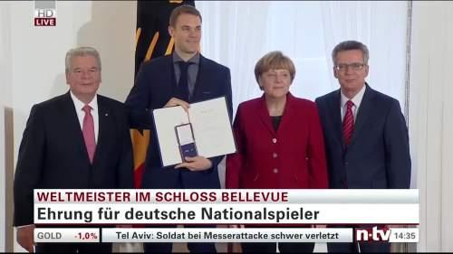 Silbernes Lorbeerblatt Präsentation – Manuel Neuer 2