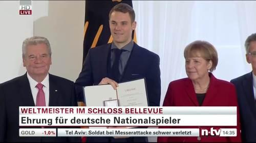 Silbernes Lorbeerblatt Präsentation – Manuel Neuer 3