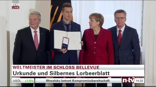 Silbernes Lorbeerblatt Präsentation – Miroslav Klose 1