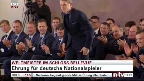 Silbernes Lorbeerblatt Präsentation - Mathias Ginter 1