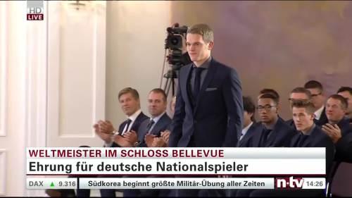 Silbernes Lorbeerblatt Präsentation - Mathias Ginter 2