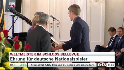 Silbernes Lorbeerblatt Präsentation - Mathias Ginter 4