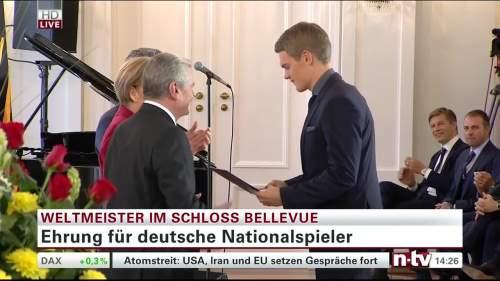Silbernes Lorbeerblatt Präsentation - Mathias Ginter 5
