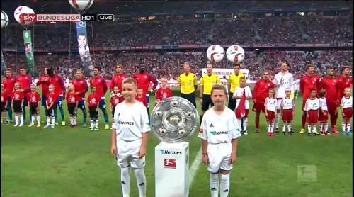 Bayern v HSV - teams line up