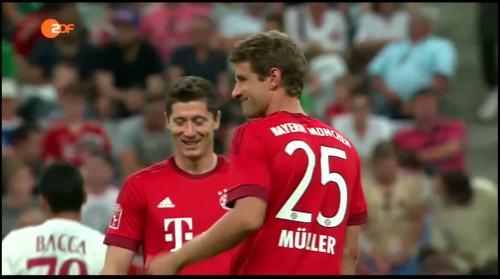 Robert Lewandowski & Thomas Müller – Bayern v AC Milan 3