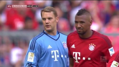 Manuel Neuer - Bayern v Augsburg 6