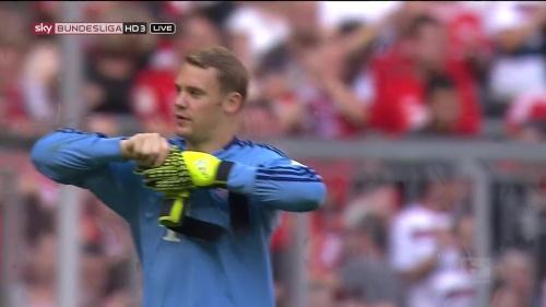Manuel Neuer - Bayern v Augsburg 7