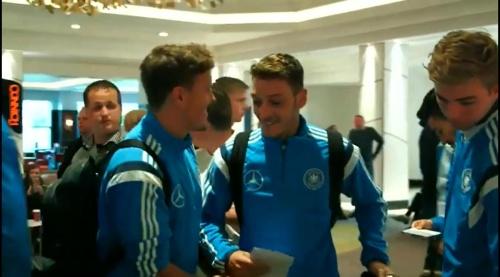 Max Kruse & Mesut Özil - Ankunft in Glasgow und PK 1