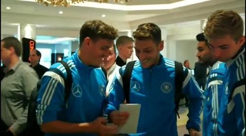 Max Kruse & Mesut Özil - Ankunft in Glasgow und PK 2
