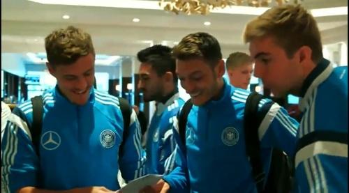 Max Kruse & Mesut Özil - Ankunft in Glasgow und PK 3
