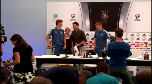 Thomas Müller & Toni Kroos - press conference 7