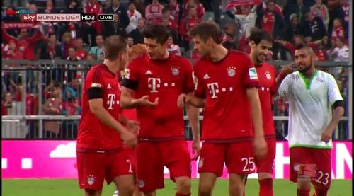 Lahm, Lewandowski & Müller – Bayern v Wolfsburg 9