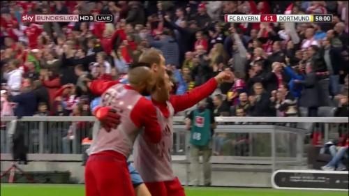 Manuel Neuer celebrates Lewandowski's goa 3