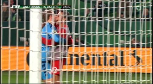 Manuel Neuer – Wolfsburg v Bayern (DFB Pokal 15-16) 5
