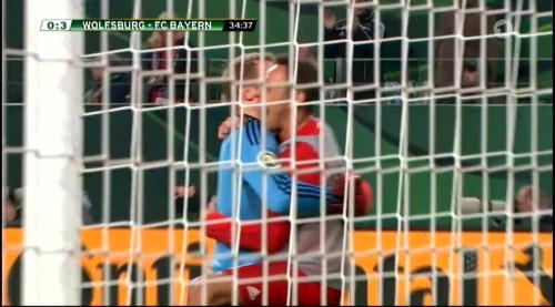 Manuel Neuer – Wolfsburg v Bayern (DFB Pokal 15-16) 6