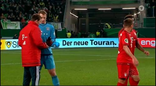 Manuel Neuer – Wolfsburg v Bayern (DFB Pokal 15-16) 9