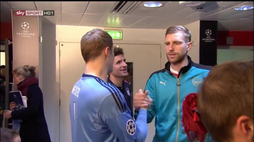Manuel Neuer & Per Mertesacker - Arsenal v Bayern 1