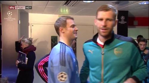 Manuel Neuer & Per Mertesacker - Arsenal v Bayern 3
