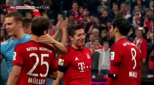 Manuel Neuer & Thomas Müller – Bayern v Wolfsburg 2