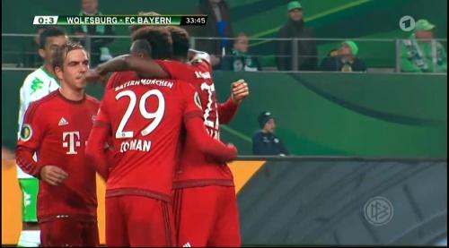 Philipp Lahm – Wolfsburg v Bayern (DFB Pokal 15-16) 7