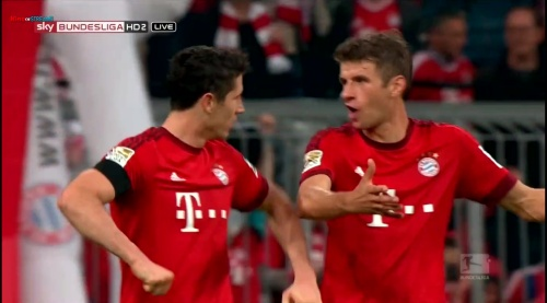 Robert Lewandowski & Thomas Müller – Bayern v Wolfsburg 4