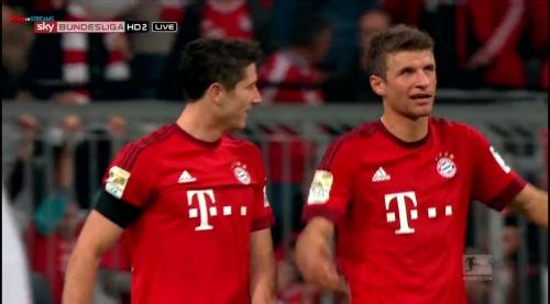 Robert Lewandowski & Thomas Müller – Bayern v Wolfsburg 5