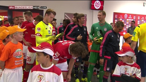 Thomas Müller, Manuel Neuer & Philipp Lahm – Mainz v Bayern 8