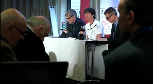 Joachim Löw - Ankunft in Paris 8
