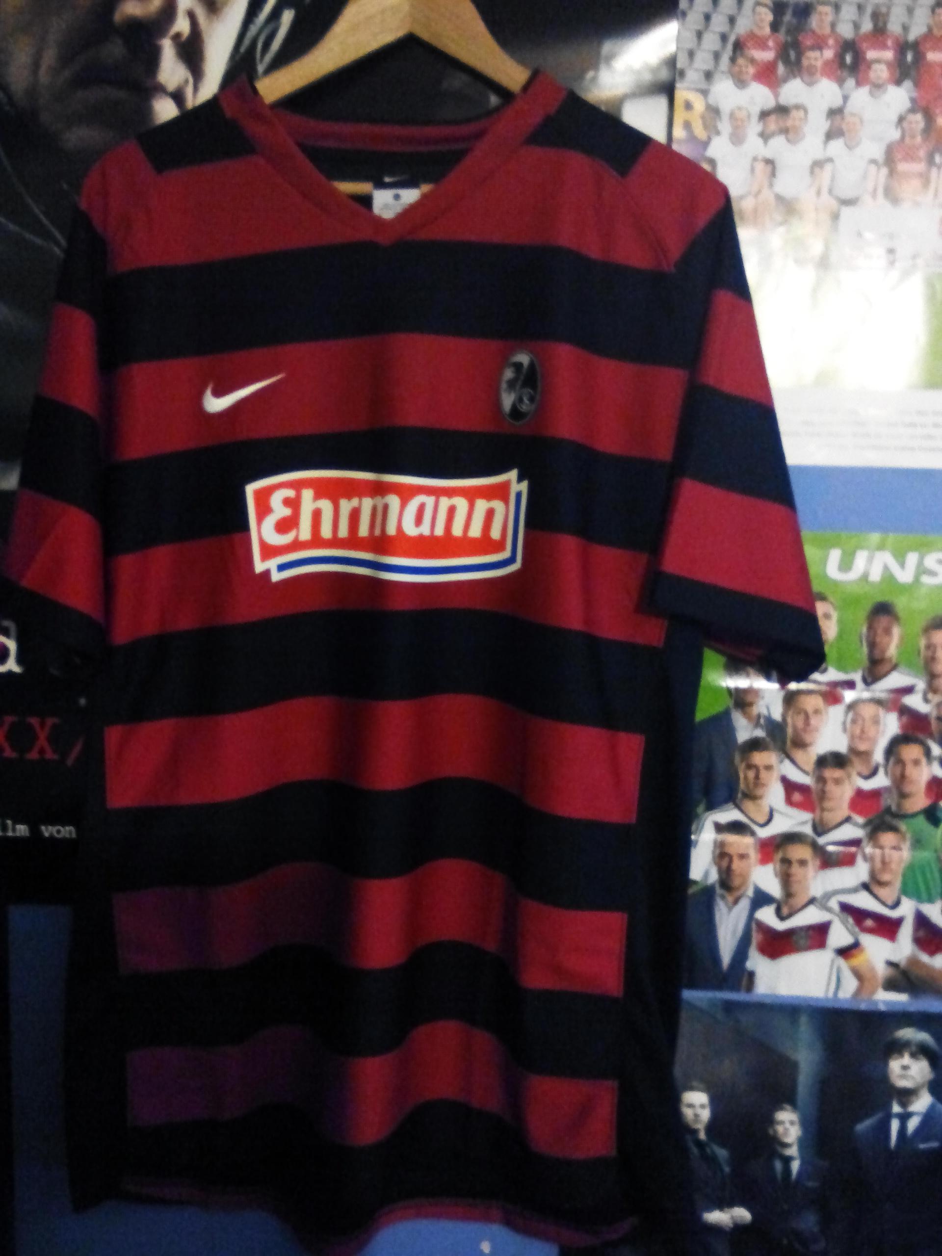 SC Freiburg Trikot Pin 2011//2012 Home Badge Kit Ehrmann