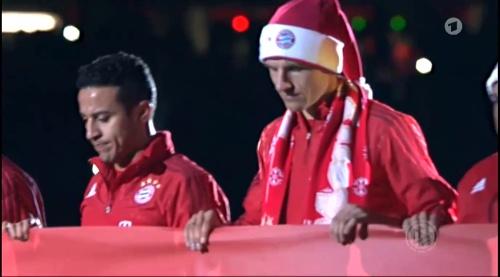 Manuel Neuer - Santa hat 5