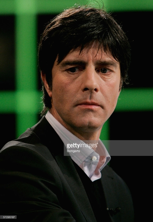 "MAINZ, GERMANY - APRIL 08: during the German Sports TV Show ""Aktuelles Sportstudio"" on April 8, 2006 in Mainz, Germany. (Photo by Christof Koepsel/Bongarts/Getty Images)"