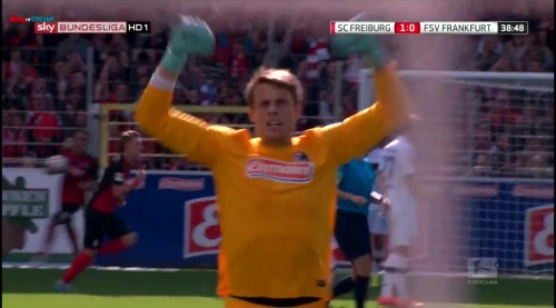 Alexander Schwolow – SC Freiburg v FSV Frankfurt 3
