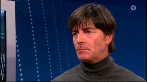 Joachim Löw ARD half-time interview – HSV v FC Bayern München 2015-16 11