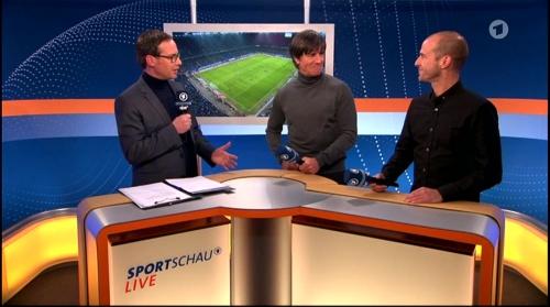 Joachim Löw ARD half-time interview – HSV v FC Bayern München 2015-16 8