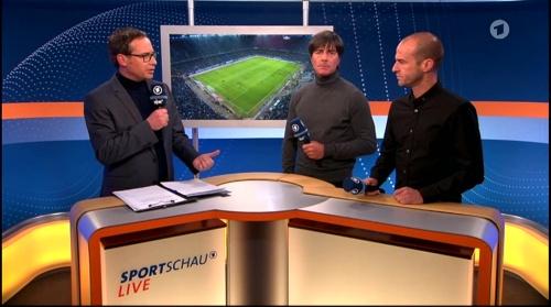 Joachim Löw ARD half-time interview – HSV v FC Bayern München 2015-16 9