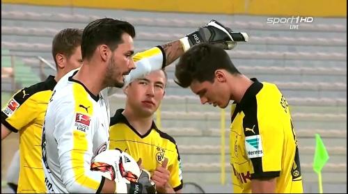 Roman Bürki - Borussia Dortmund v Jeonbuk Hyundai Motors 1