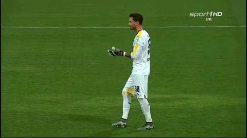 Roman Bürki - Borussia Dortmund v Jeonbuk Hyundai Motors 5