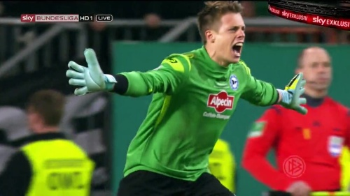 Alexander Schwolow – pre-match show – SC Freiburg v KSC 6