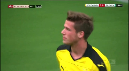 Erik Durm - Dortmund v Bremen 1